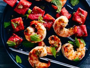 grilled-watermelon-shrimp-skewers-su